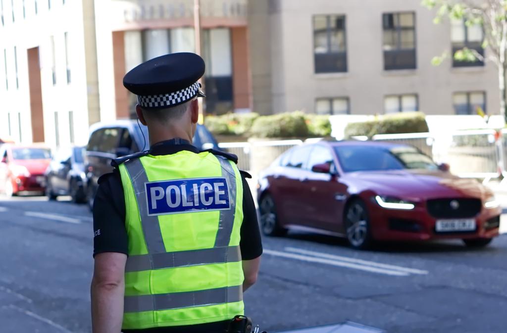 中法之後 倫敦警察起用無人機監控交通 嚴打危險駕駛