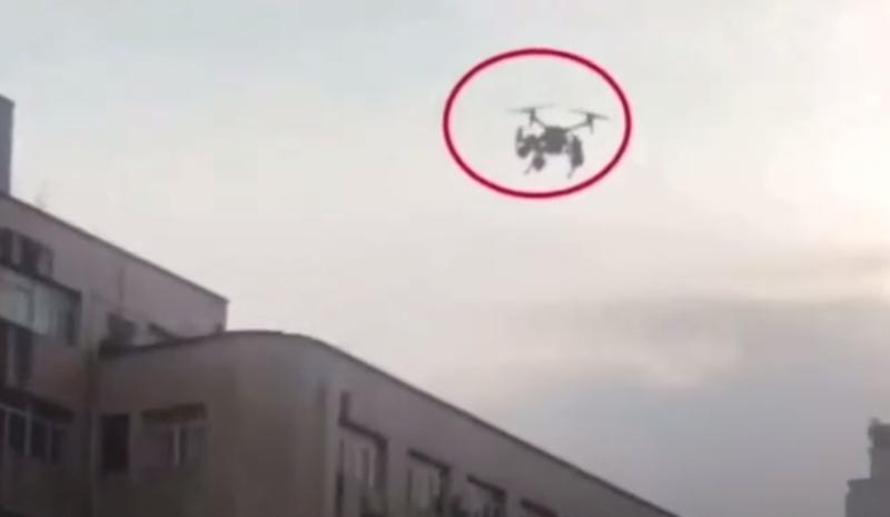 載揚聲器無人機代表警方廣播 假的令人氣憤 真的場面卻搞笑
