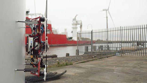 學者研發自主飛行無人機 可檢修離岸風力發電機