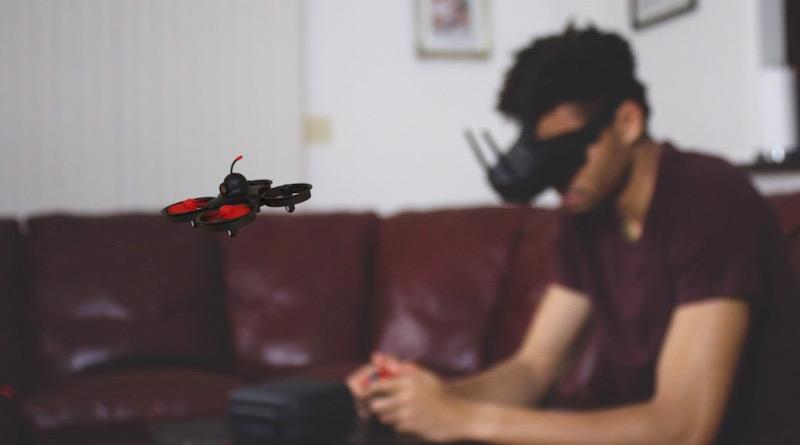 第二代小巧 FPV 無人機集資 飛控升級、電力延長