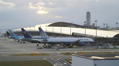 關西機場關閉一小時調查疑似無人機物體 機場最快 2020 年安裝無人機偵測系統