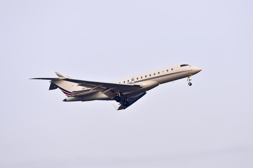 相距不足 10 呎! 王室權貴愛用私人飛機險與無人機相撞