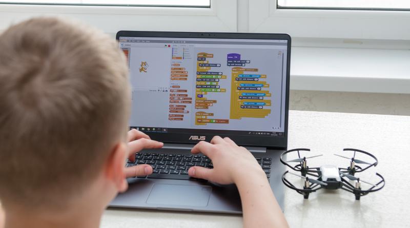 Flinn Scientific 發展虛擬無人機構建系統 劍指11-18歲青少年