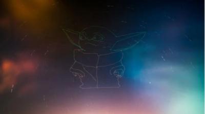 無人機光影塗鴉 彩色尤達寶寶現身天際
