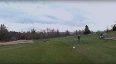 感受高速動感! FPV 無人機「追拍」高爾夫球飛行軌跡