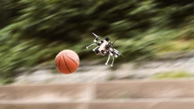可以玩躲避球! 學者研可閃躲來襲障礙物的無人機