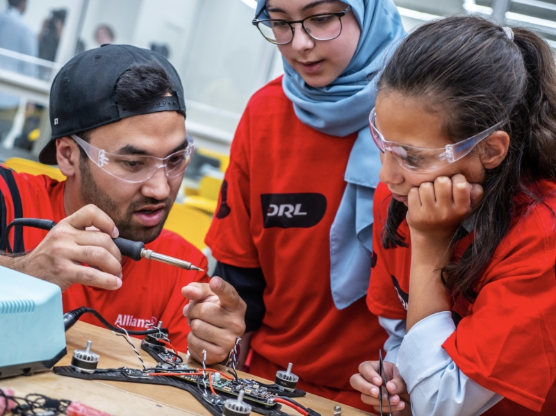 DRL 開辦無人機學院 供學生在家學習 STEM 課程