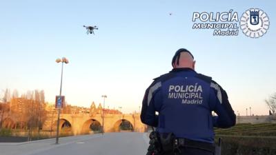 西班牙鎖國 15 天抗疫 警方出動無人機呼籲民眾留家中
