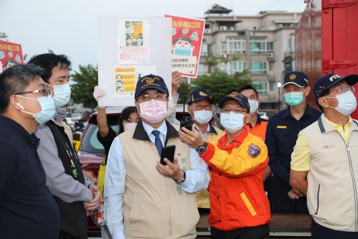 台灣連假現人潮 台南夜市出動無人機宣導防疫