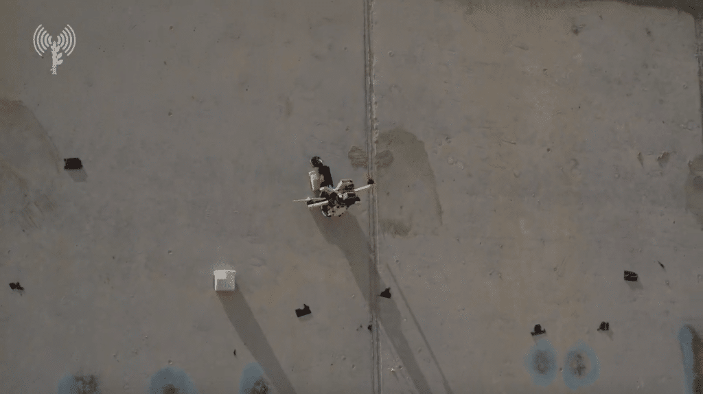 以軍特種部隊演習出動「蜘蛛俠」無人機 可垂直貼牆裝卸載荷物