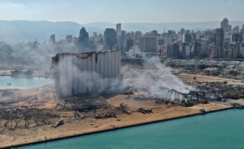 航拍看黎巴嫩貝魯特爆炸前後 逾百人喪生 總理率內閣總辭